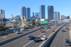 M1 snelwegverkeer Melbourne de stad in Stock Afbeeldingen