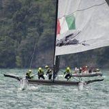 M32 série mediterrânea, uma competição rápida do catamarã da navigação Fotografia de Stock Royalty Free