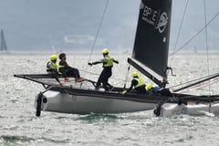 M32 série mediterrânea, uma competição rápida do catamarã da navigação Imagens de Stock Royalty Free