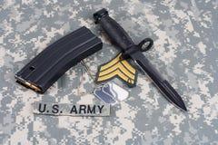 M-16 tijdschrift met munitie en bedelaars Royalty-vrije Stock Fotografie