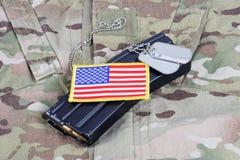 M-16 tijdschrift met munitie op eenvormige het Leger van de V.S. Royalty-vrije Stock Foto