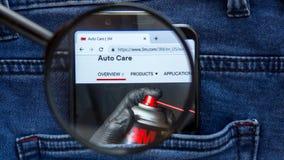 3M-Websitehomepage 3M-Logo sichtbar an auf der Smartphoneanzeige Firmennamen ist stockbilder