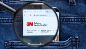 3M-Websitehomepage 3M-Logo sichtbar an auf der Smartphoneanzeige Firmennamen ist stockfoto