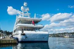 M/Y dama Lola przy kuszetką w Seattle ` s Elliott zatoki Marina fotografia royalty free