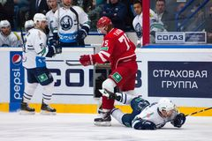 M Yakubov (75) gegen M Pierre (93) Stockfotos