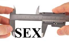 Maß auf Sex mit einem Noniustasterzirkel stockfoto