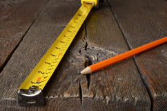 Maßband und Bleistifte Lizenzfreie Stockfotografie