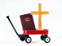 Mały Czerwony furgon i biblia fotografia stock