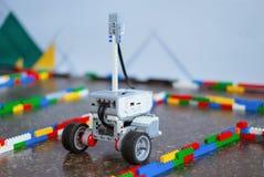 Mały robot w labiryncie zdjęcie royalty free