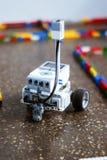 Mały robot w labiryncie obrazy royalty free