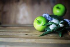 Maçã branca da tulipa de madeira Fotografia de Stock