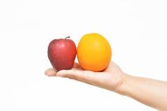 Maçã e laranja de oferecimento Fotos de Stock Royalty Free