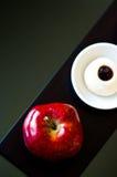 Maçã e sobremesa vermelhas foto de stock