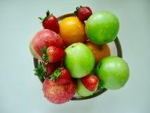 Maçã, morango e laranja frutados misturadas fotografia de stock royalty free