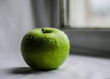 Maçã suculenta verde imagens de stock