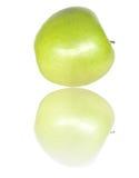 Maçã verde com reflexão Fotografia de Stock