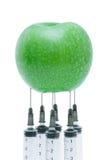 Maçã verde com seringa introduzida Fotografia de Stock