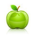 Maçã verde de vidro lustrosa com folha Imagem de Stock Royalty Free