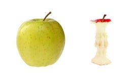 Maçã verde e núcleo da maçã. imagens de stock