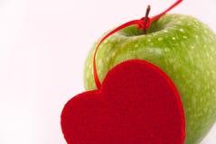 maçã verde e o coração Imagem de Stock Royalty Free