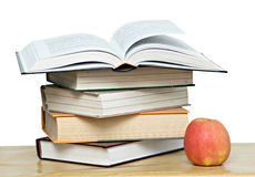 Maçã vermelha e livro aberto Imagem de Stock