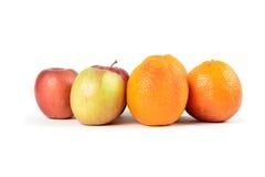 Maçãs às laranjas foto de stock royalty free