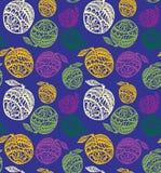 Maçãs coloridas com decoração rica em uma obscuridade - teste padrão sem emenda do vetor do fundo azul Fotografia de Stock Royalty Free