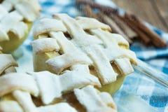 Maçãs cozidas com cinnamone, mel e baunilha Foto de Stock