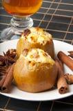 Maçãs cozidas com queijo de casa de campo Imagem de Stock