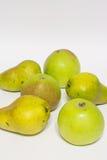 Maçãs e peras Isolado Foto de Stock