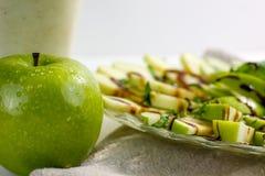Maçãs e salada da manjericão Fotos de Stock