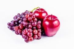 Maçãs e uva vermelhas Foto de Stock