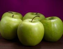 Maçãs maduras verdes Fotos de Stock Royalty Free