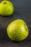 Maçãs verdes cruas frescas Fotografia de Stock