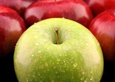 Maçãs verdes e vermelhas Foto de Stock