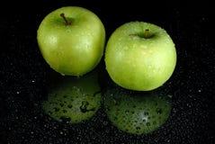 Maçãs verdes frescas fotografia de stock
