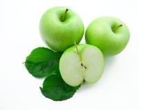 Maçãs verdes isoladas no fundo branco Fotografia de Stock Royalty Free