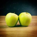 Maçãs verdes maduras Foto de Stock