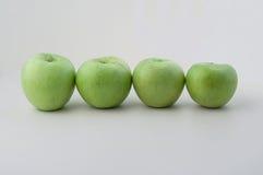 Maçãs verdes na linha Fotografia de Stock Royalty Free