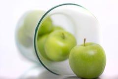 Maçãs verdes no vaso aka Fruitbowl Imagens de Stock