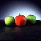 Maçãs vermelhas & verdes imagens de stock royalty free