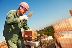 Maçon d'ouvrier de maçon de construction Photo stock