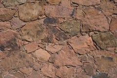 Maçonnerie corse de la pierre volcanique rougeâtre photo stock