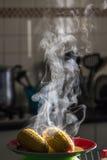 Maíz dulce caliente con vapor Fotografía de archivo libre de regalías
