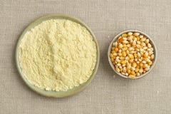 Maíz y harina de maíz Imágenes de archivo libres de regalías