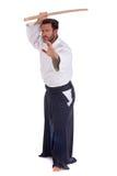 Maître d'Aikido avec l'épée en bois Photographie stock libre de droits