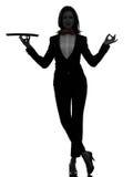 Maître d'hôtel de serveur de femme tenant le zen vide de plateau faisant des gestes la silhouette Photo libre de droits