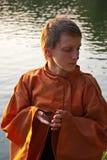 Maître de cérémonie de thé avec la cuvette Images libres de droits