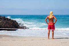 Maître nageur à la plage Images stock
