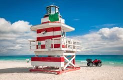 Maître nageur coloré Tower en plage du sud, Miami Beach, la Floride photo libre de droits